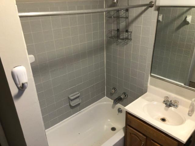 2441 Ohio #3 - Bathroom